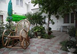 ул Гвардейская - Алушта частный сектор  сад
