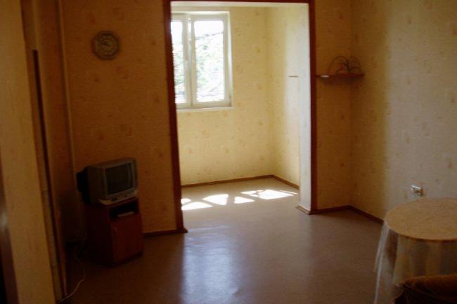 Крым Недвижимость  в Алуште цены продам  квартиру