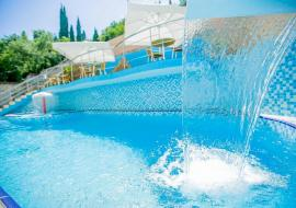 Гостиница  Утес   бассейн